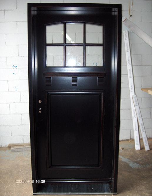 Porte extérieure en Acajou Sapele avec seuile de granit noir