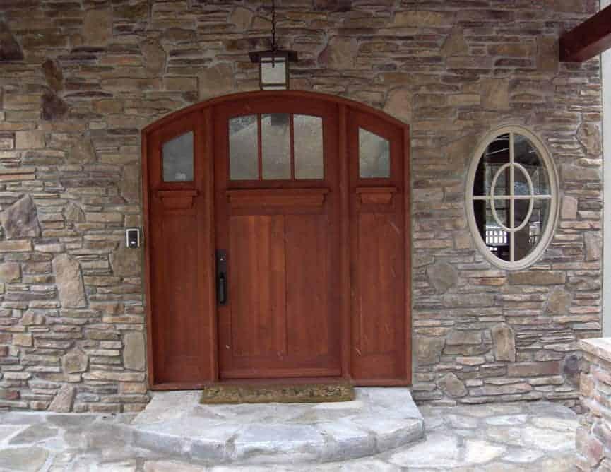 Porte extérieure en pin clair à 6 panneaux et tête arquée