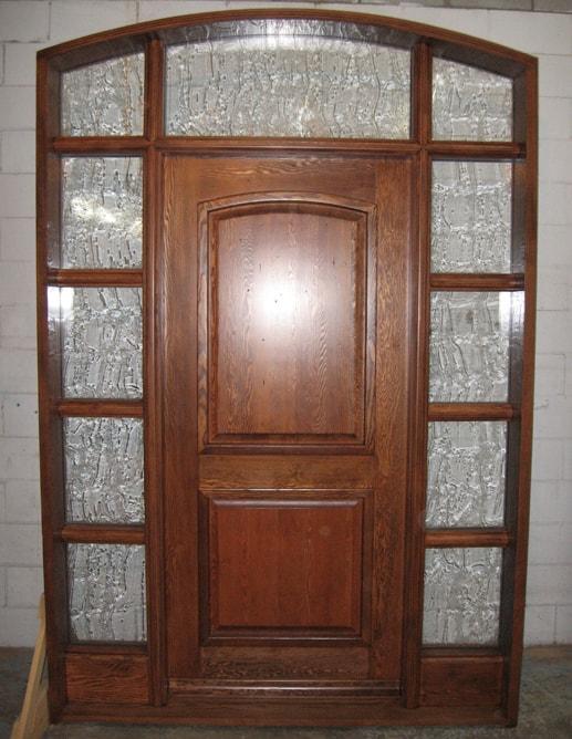 Porte extérieure B.C.Fir Grain régulier avec seuil en chêne avec imposte et deux latéraux