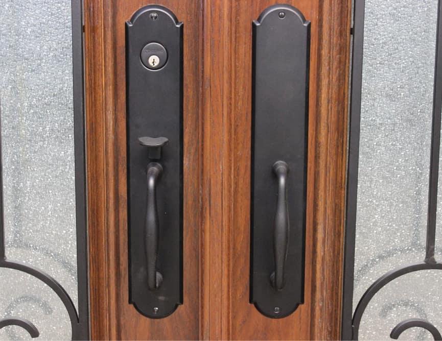 Porte Extérieur Double Chêne Blanc Grain Régulier - Poignée à Clenche Mortaise Bouvet - Grille de fer forgé et Thermos Diamanté