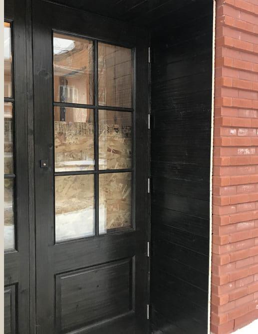 Portes extérieure en pin noeux antique avec un thermos a 6 carreaux