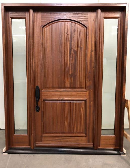 Porte extérieure en acajou sapele ave deux panneaux Vertical