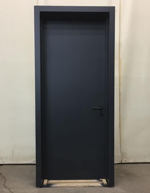 Projet 002571 Porte Intérieure Unie Polyuréthane Opaque Couleur référence #2120 Acier Noir. Poignée à Mortaise Magnétique Rhodos Cosmos Black de Karcher-Design Pentures Dissimulées Ajustables 3D Noires Sugatsune Canada Inc.