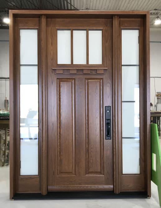Porte Extérieur en Chêne Blanc Grain Régulier Style Craftman Poignée à Clenche Métal Style Bouvet
