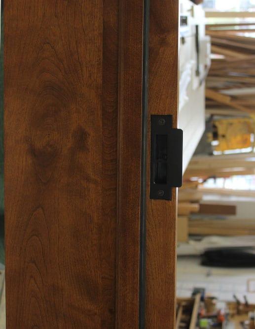 Porte Intérieur en bois massif. Poignée Baldwin