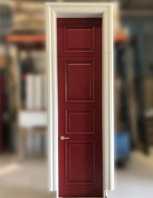 Porte Intérieur Simple avec Imposte Bois Massif à Peinturer Rouge et Cadrage Blanc et Quincaillerie poignée à levier Baldwin